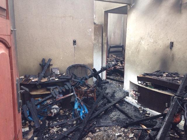 Um dos apartamentos atingidos: perda total, mas ninguém ferido