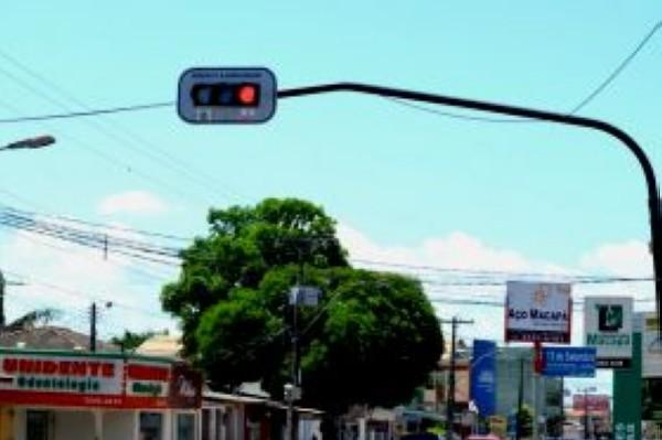 Novos semáforos começam a funcionar na segunda-feira