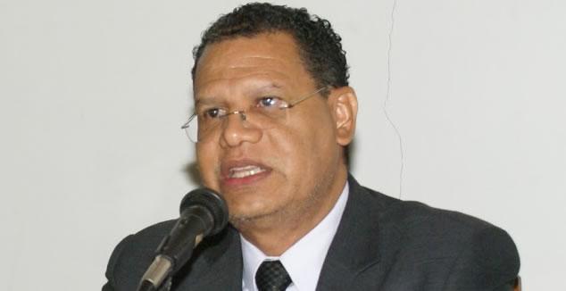 Presidente do CRM/AP é denunciado por racismo contra cubanos