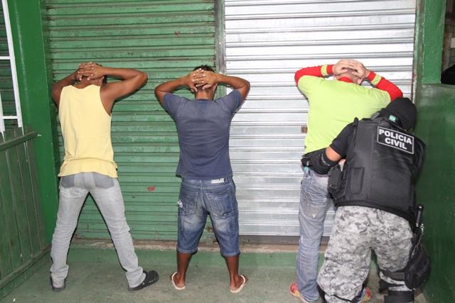 Dezenas de suspeitos foram revistados durante a Operação Legalidade