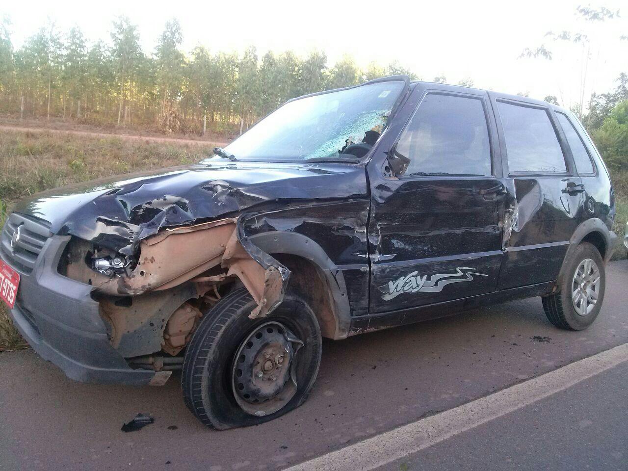 Veículo envolvido no acidente ficou parcialmente destruído