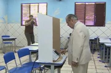 Vídeo mostra que Sarney não teria votado em Dilma