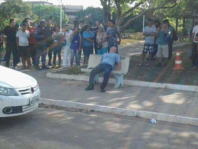 O homem matou o casal dentro carro se matou no banco da praça