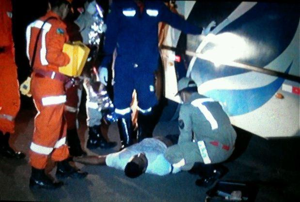 Motociclista morre ao colidir com ônibus no Pacoval