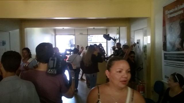 Vigilantes ocupam secretaria para cobrar salários atrasados