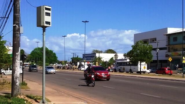 Avenida Tancredo Neves próximo a entrada do Bairro Novo Horizonte
