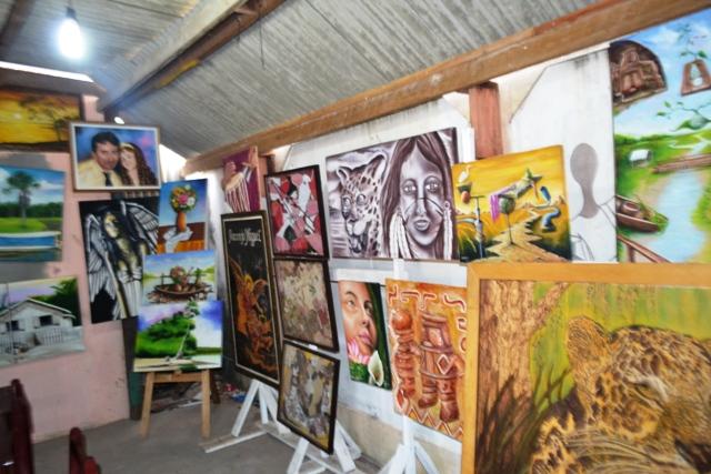 Cerca de 20 artistas participam da exposição