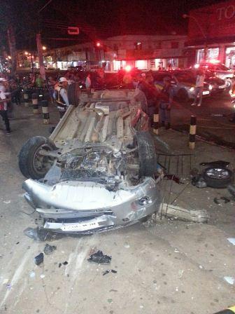 Segundo o Ciodes, carro estava em alta velocidade quando bateu em carros estacionados. Foto: Jair Zemberg