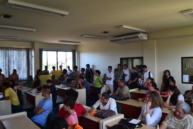 Sem o RU, estudantes reclamam de auxílio oferecido pela Unifap