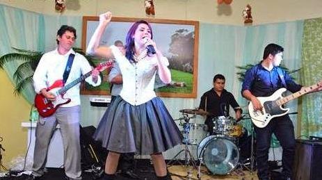 No repertório, o ritmo que a banda sempre toca nas festas: flash back