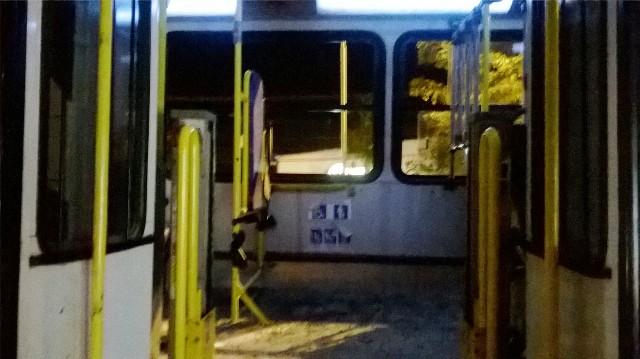 """Criminosos colocam fogo em ônibus: """"entraram pra machucar as pessoas"""", diz funcionário"""