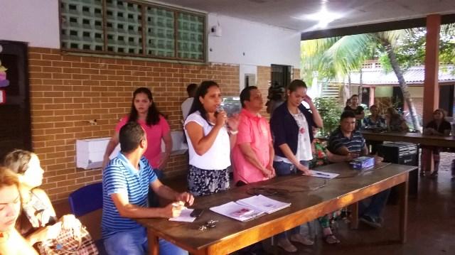 Reunião entre professores e pais de alunos na escola Socorro Smith