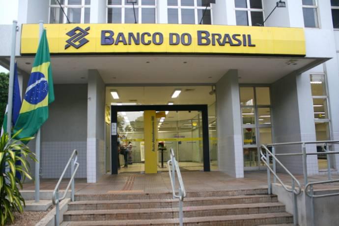 Gerente do Banco do Brasil responsabilizou o empresário, mas polícia não acredita em sua versão