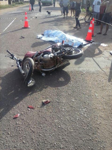 Motoqueiro morre ao bater em ônibus no Novo Horizonte