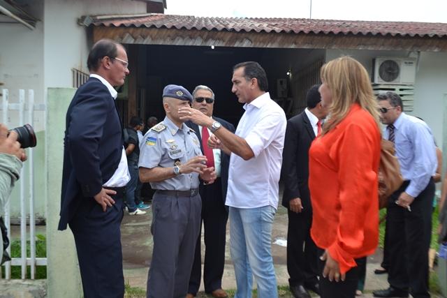 O governador foi acompanhado por uma equipe da cúpula da polícia