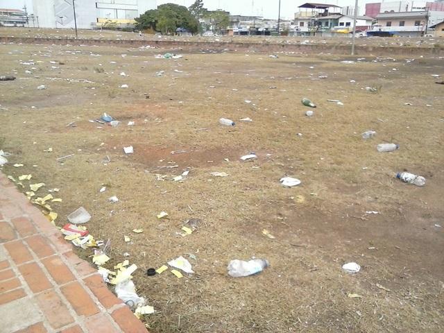 Estimativa da empresa de limpeza é que a quantidade de lixo seja menor, mas perto do que foi registrado no reveillon passado