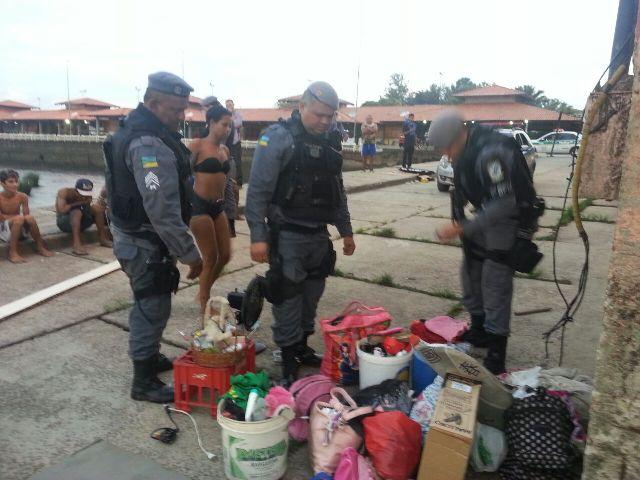 """Roupas e produtos furtados escondidos no """"albergue"""". Fotos: Jair Zemberg"""