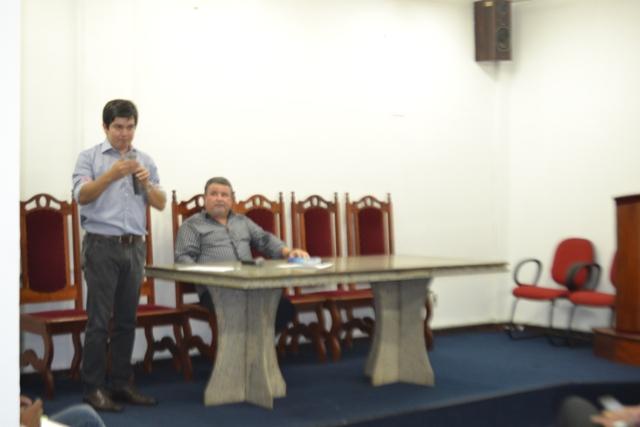Randolfe Rodrigues e o superintendente da Infraero no AP: recursos para conclusão