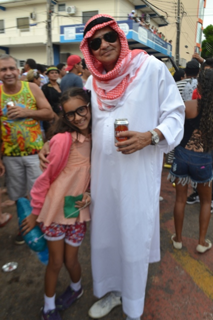 Bin laden(Osmar Sampaio) e sua neta, Carol