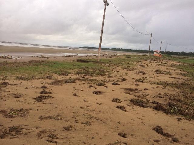 Ondas começaram a avançar com mais violência sobre a Praia do Goiabal há cerca de 4 meses, relatam moradores
