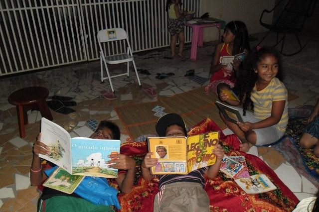 """""""A leitura nos ensina a prever, escolher e agir em nosso pequeno mundo""""."""