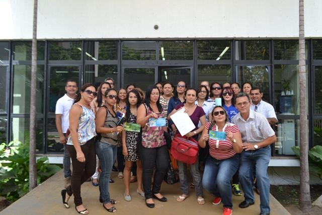 Professores concursados chegaram a fazer manifestações pedindo a conratação. Fotos:: Cássia Lima