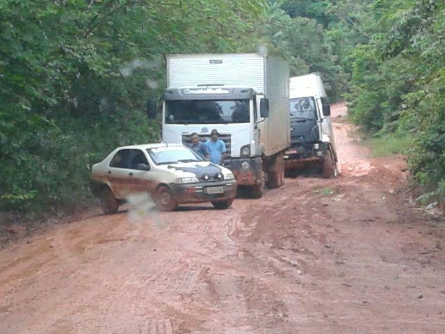 Fila de veículos antes de um atoleiro