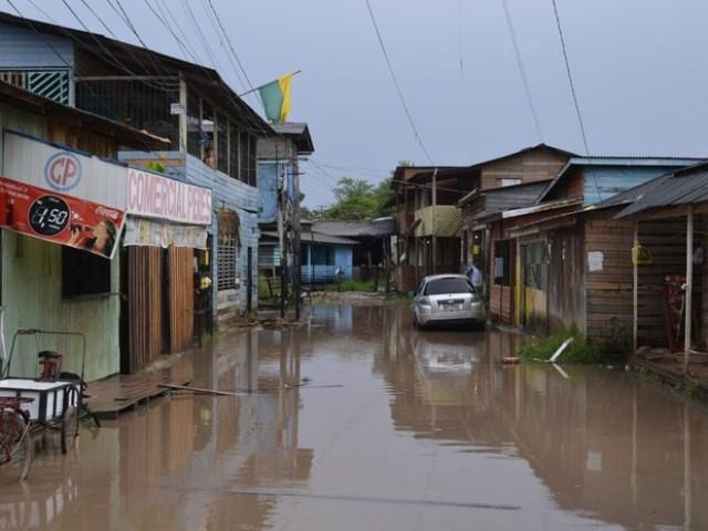 No Bairro Nova Esperança os alagamentos impediram os moradores de sair de casa