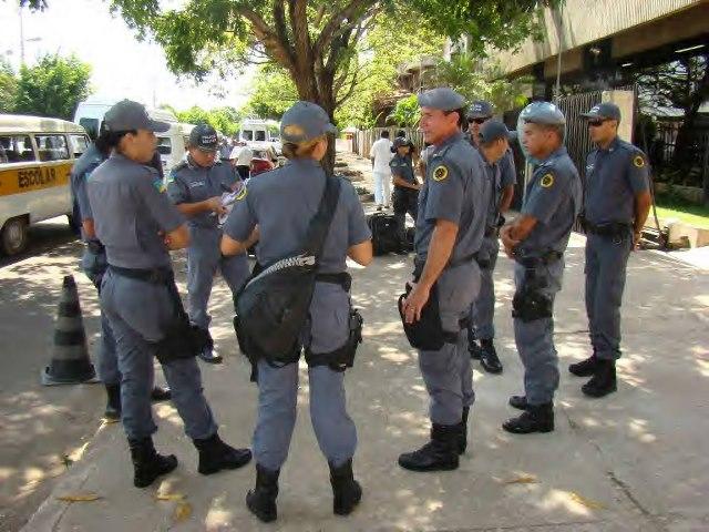 Mais e 800 policiais, bombeiros, agentes e guardas foram convocados