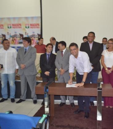 Prefeito Clécio Luís assina termo de posse dos novos gestores