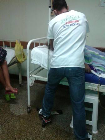 No Hospital de Emergência pacientes e funcionários passaram a noite na companhia das goteiras