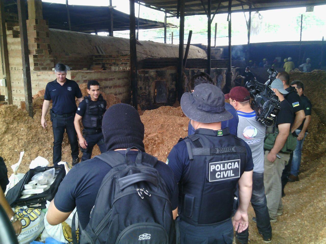 Delegados e policiais civis participaram da incineração