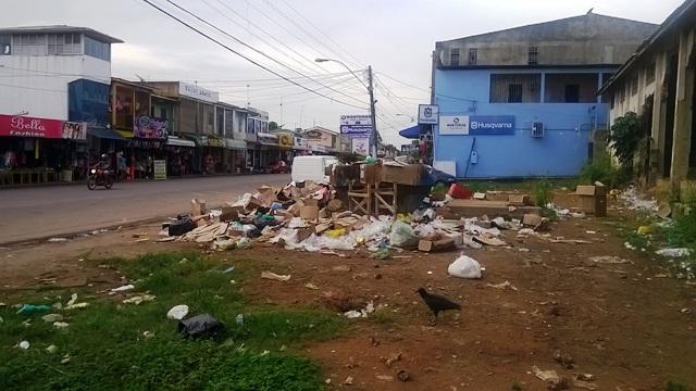 Lixo acumulado em um dos 40 pontos mapeados pela prefeitura