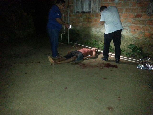 Rafael foi esfaqueado duas vezes pelo tio e morreu ainda no local: Reportagem e fotos: Jair Zemberg