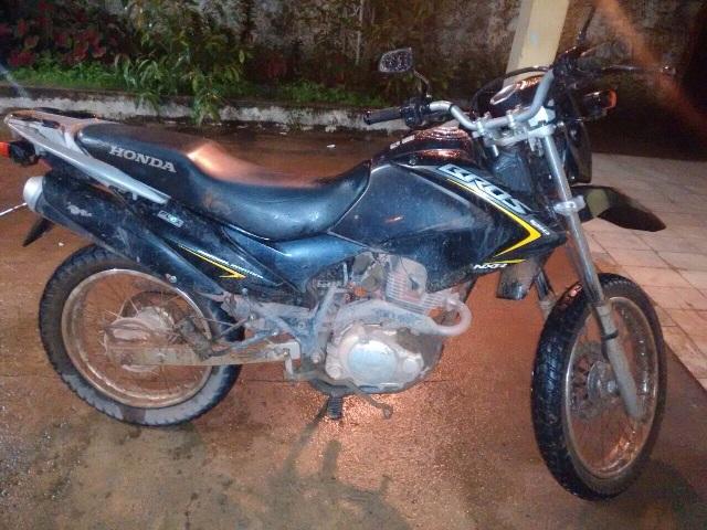 Moto roubada em Macapá no mesmo dia da prisão no Jari. Fotos: Dicom/11º BPM