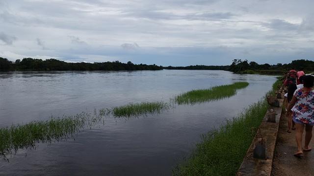 Rio Araguari aumentou o volume no trecho que margeia a orla: águas represadas