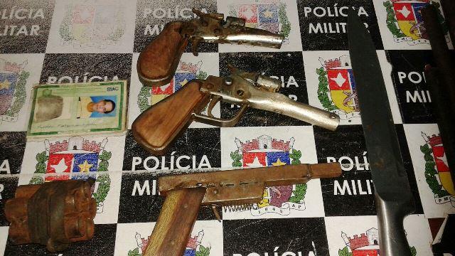 Três armas estavam prontas para entrega