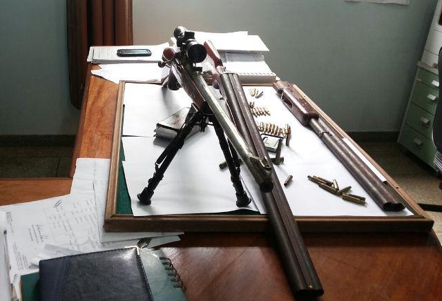 Além das armas,  policiais encontraram munição de outros calibres