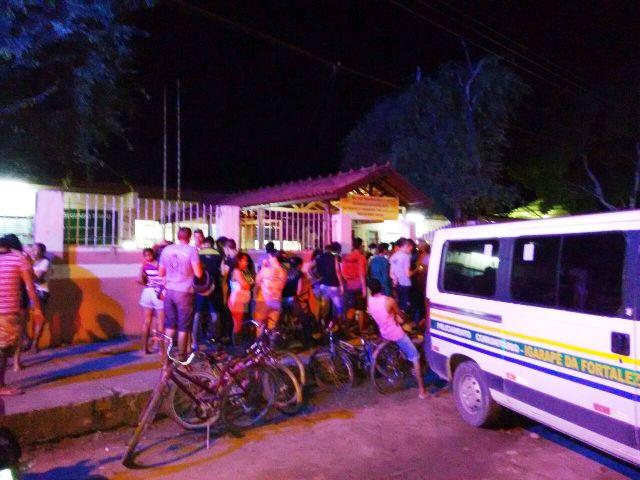A vítima conversava na frente da escola quando os assassinos chegaram