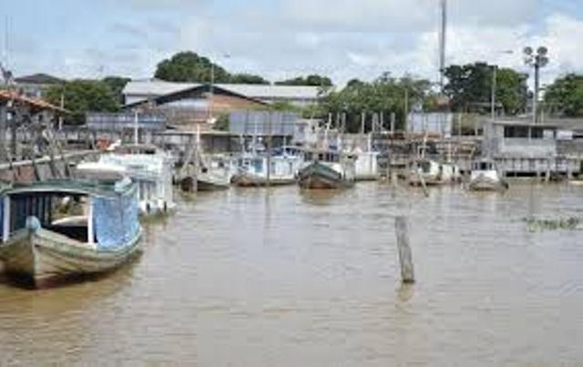 O idoso foi preso no Canal das Pedrinhas dentro de um barco