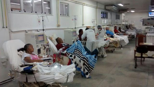 Hoje apenas 5 enfermeiros atendem 200 pacientes. Fotos: Ascom