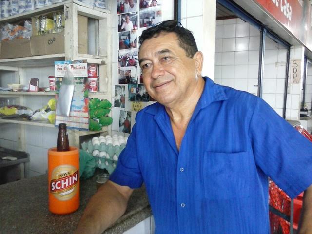 Sebastião Antunes é assíduo frequentador do mercado
