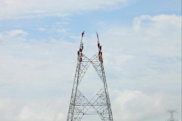 Uma das torres do linhão: só a duplicação da fibra pode dar jeito