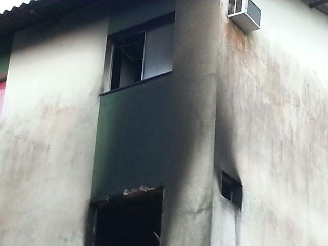 Apartamentos ficaram destruídos. Fotos e reportagem: Jair Zemberg