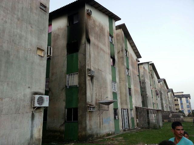 Um morador queria se jogar do terceiro andar para escapar das chamas