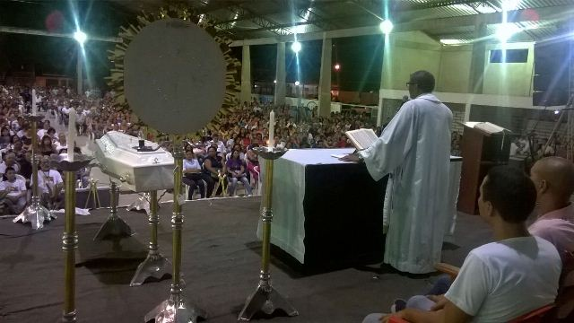 Padre Paulo celebra a tradicional missa da cura: sentimento de indignação