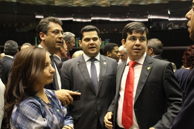 Senadores do Amapá na votação de terça, 14