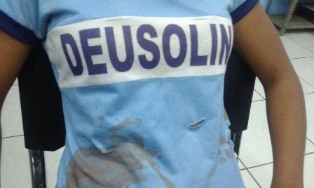 Víitima na delegacia: medo de voltar para a escola