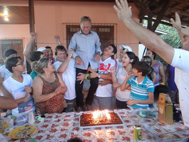 O último aniversário: Ivo é festejo pela família 9 dias antes de ser assassinado. Foto cedida pela família