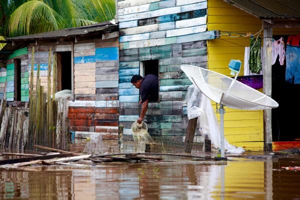Famílias que tiveram prejuízos com a inundação receberão compesações
